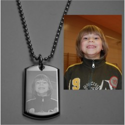 Engraved photo pendant